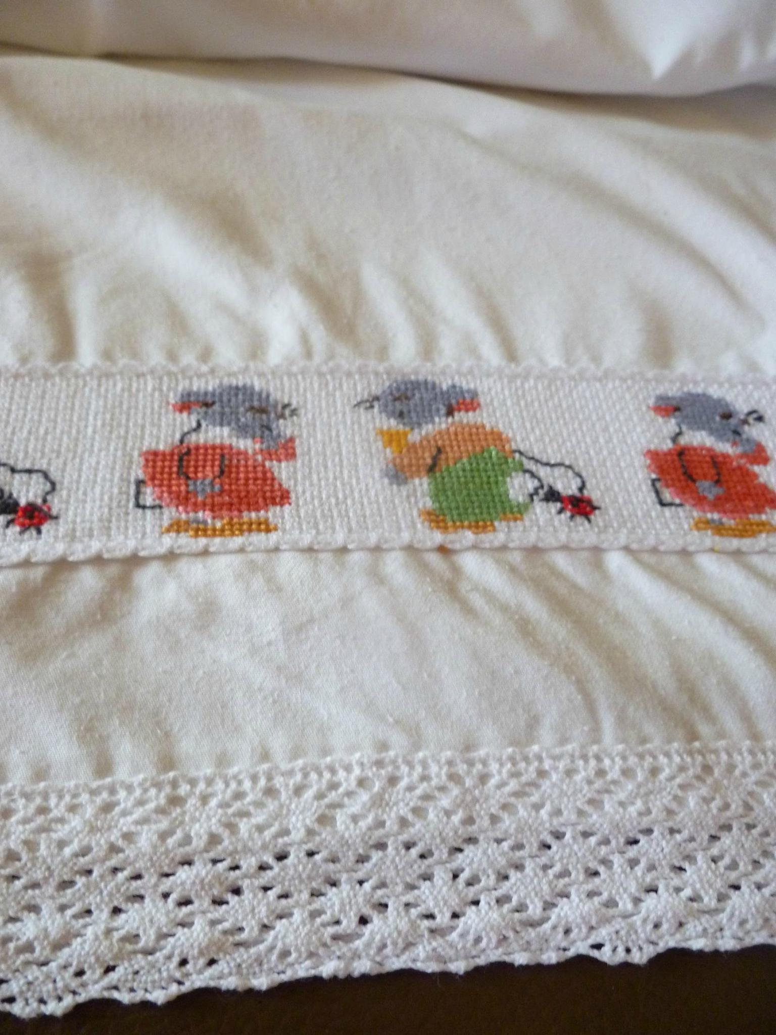 drap pour lit de b b bis photo de couture le crochet les loisirs cr atifs l. Black Bedroom Furniture Sets. Home Design Ideas