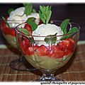 Coupe compote de rhubarbe, fraises, glace vanille