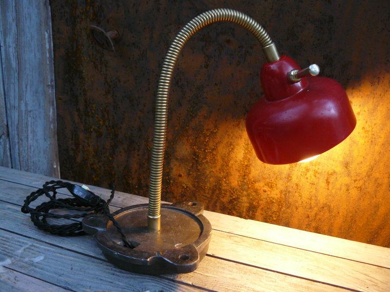 Petite Lampe de bureau rouge -80€