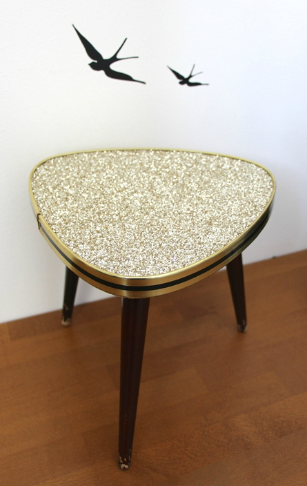 table-tripode-paillettes-or-bis