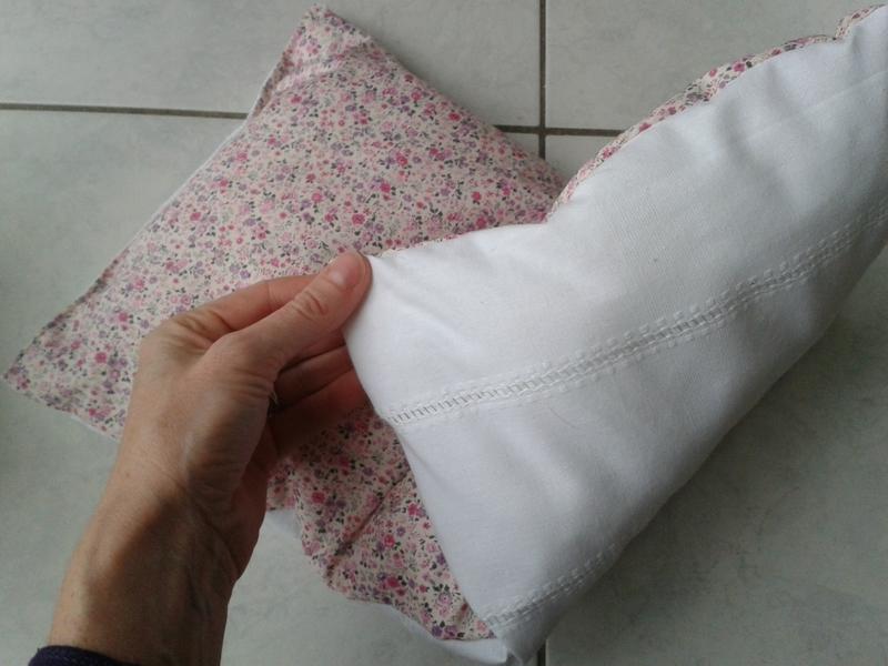 Berceau de poup e ancien le blog de mademoiselle petit pois - Comment habiller un berceau en osier ...