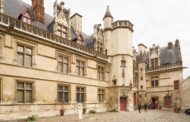 Musee_national_du_Moyen_Age_cour_exterieure_
