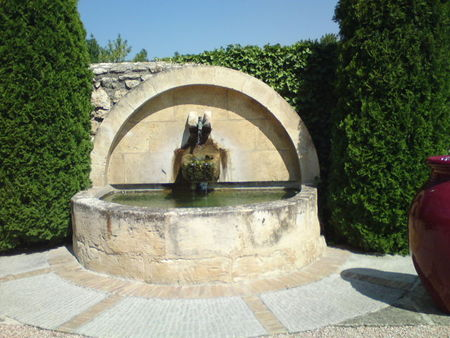 fontaine_2_chateau_d_estoublon