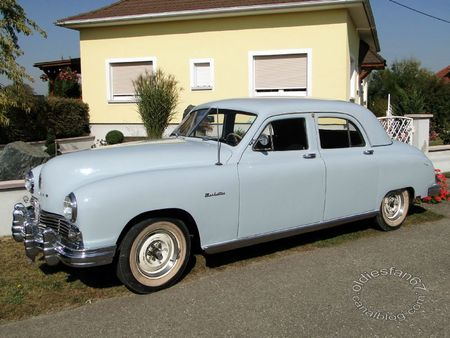 Frazer manhattan 4door sedan 1948 31e Randonne Internationale des Vendanges de Rustenhart 2011 3