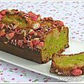Cake aux pralines roses et à la pistache