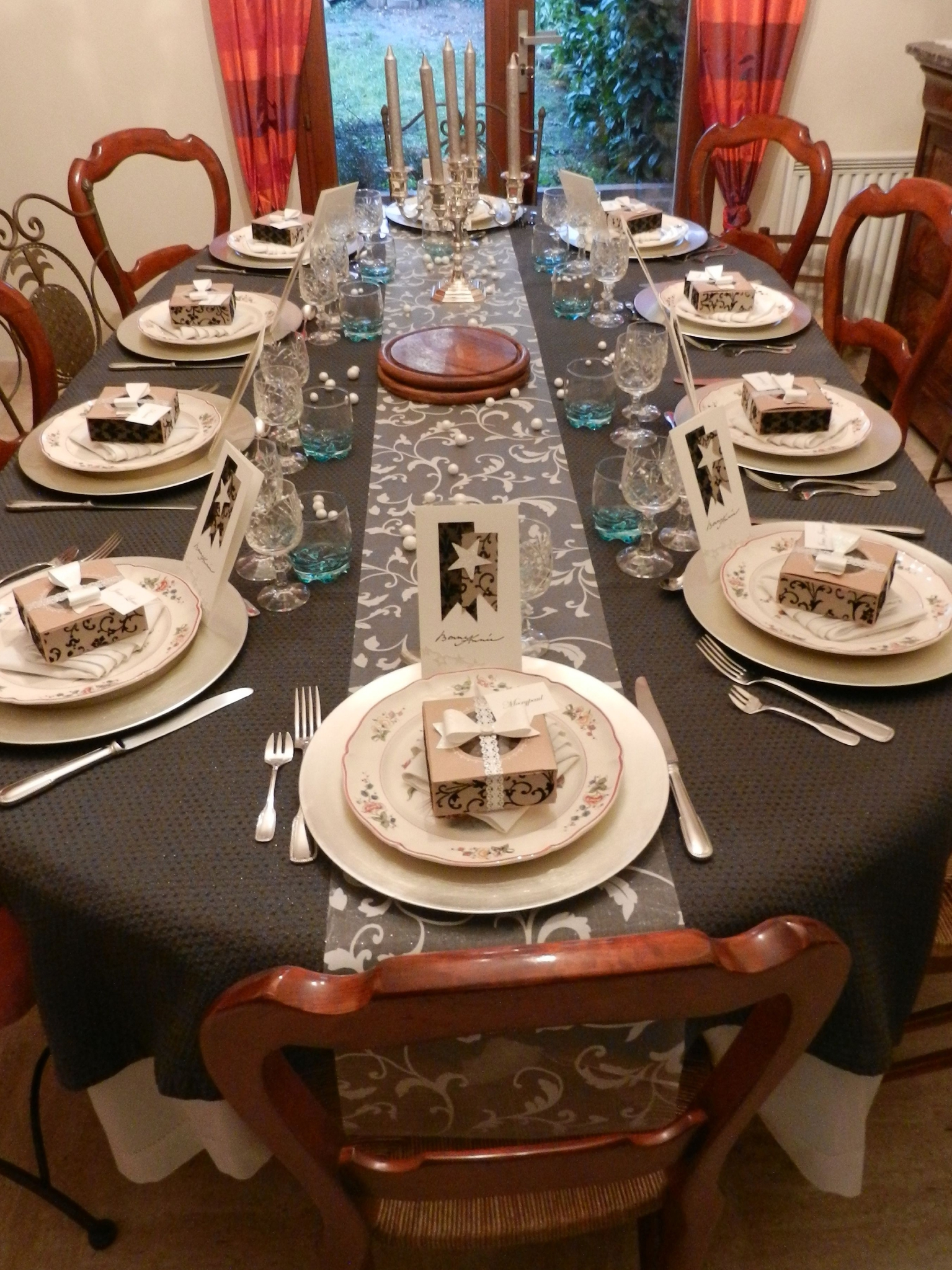 Beau decoration table jour de l an 11 nouvel an 2014 for Decoration reveillon nouvel an