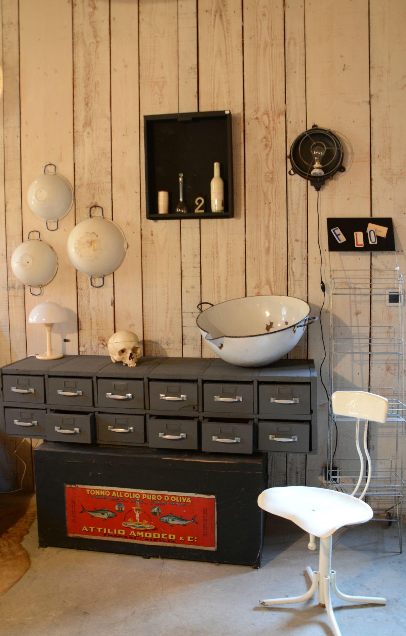 brocante de la bruyere nouveaut s et ambiance bruy re curieuse. Black Bedroom Furniture Sets. Home Design Ideas