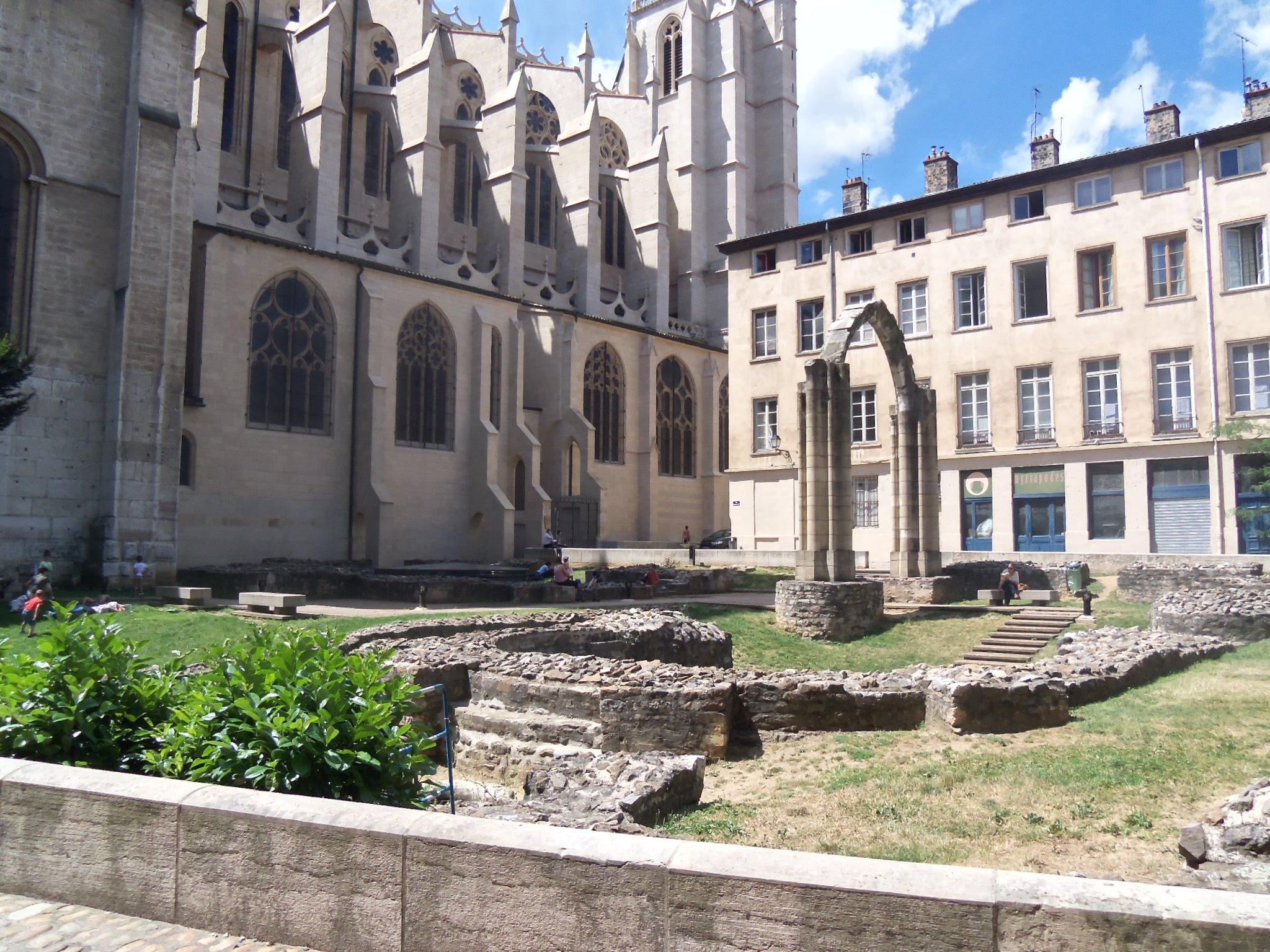 Jardin archeologique de saint jean carnets de voyages d for Jardin couvert lyon