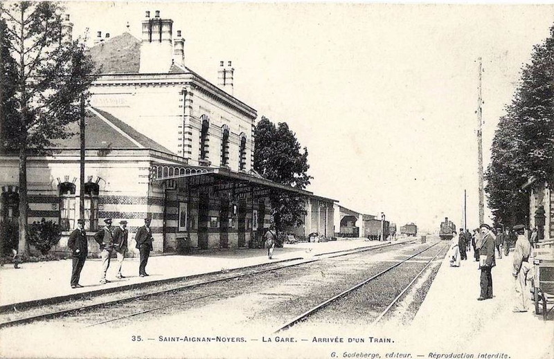 saint-aignan-noyers-la-gare-arrivee-d-un-train