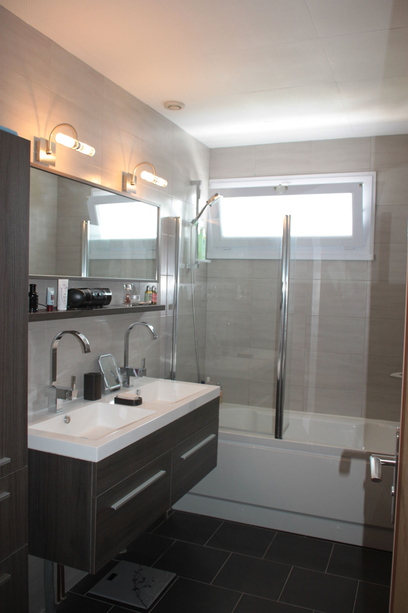 Salle de bain gris clair + double vasque suspendu - Album photos ...