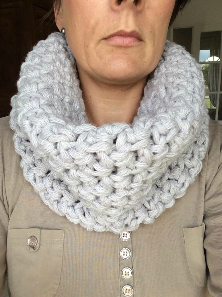 Snood crochet gris