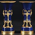 Paire de vases de porcelaine de Paris Aux Satyres France, poque Louis XVI. 