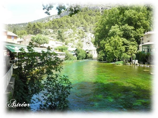 Fontaine_de_Vaucluse1