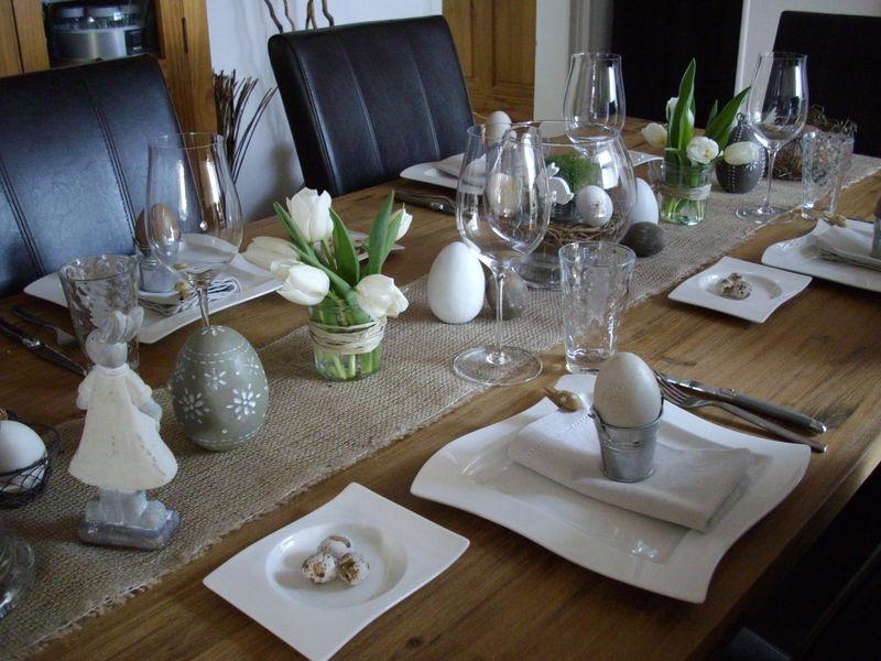 paques au naturel les tables de pralinette. Black Bedroom Furniture Sets. Home Design Ideas