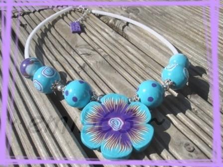 collier grosse fleur turquoise violet