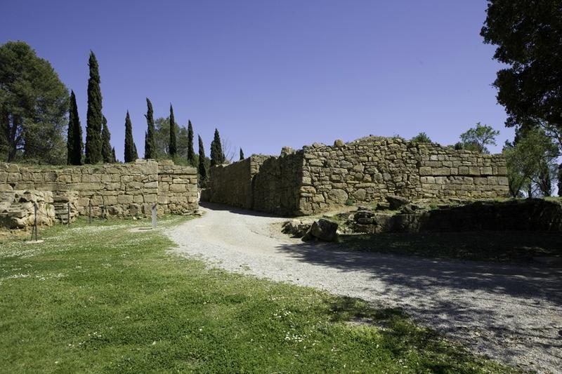Photo-vestiges-de-enceinte-cité-Ibérique-Ullastret-Baix-Emporda-Gérone-Enceinte-Ibère-Ullastret