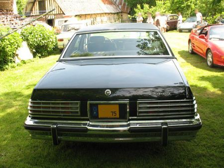 PontiacBonneville1977ar