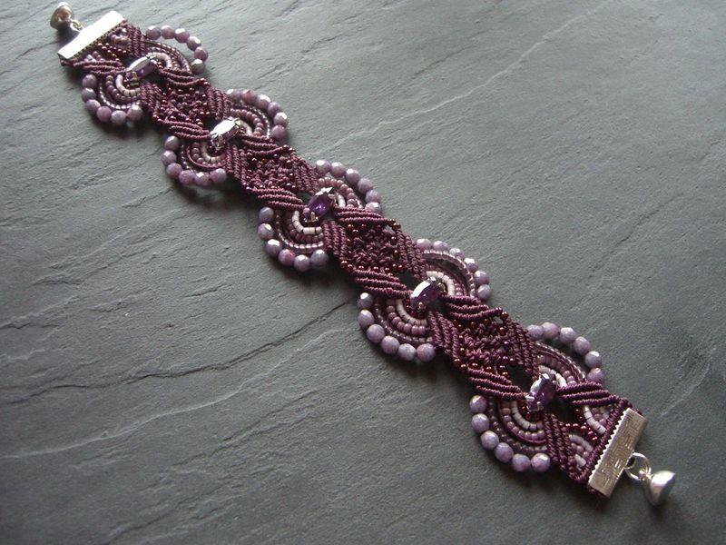 bracelet anubis en micro macram l 39 amour est dans les perles. Black Bedroom Furniture Sets. Home Design Ideas