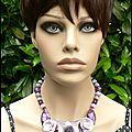 Dans la collection plastrons fleuris, je demande un collier parme et violet...