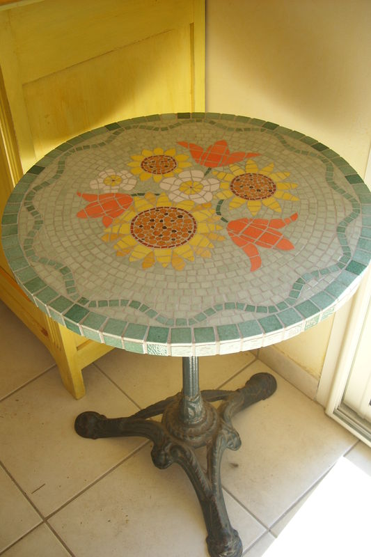 table aux tournesols