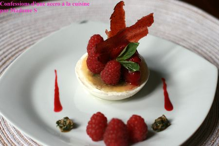 Framboises__pesto_dans_un_blanc_manger_1