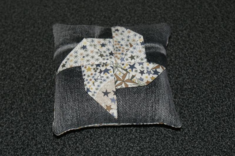 2017-c18-Coussin Origami