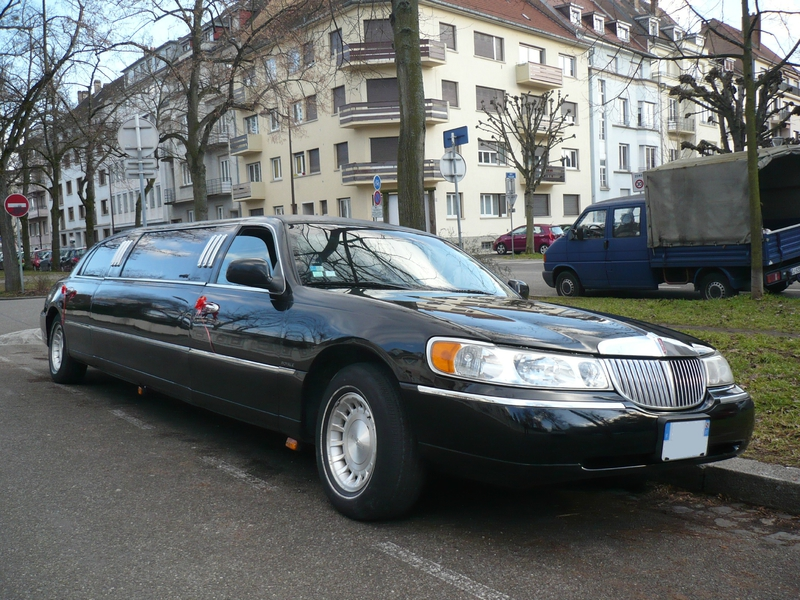 LINCOLN Town Car Royale Executive Series limousine Strasbourg (1)