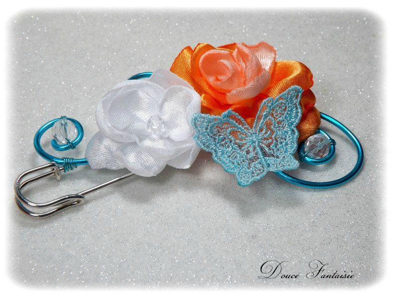 Attache-traîne fil aluminium papillon orange turquoise blanc