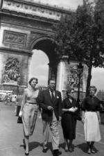 Walt, en viste à Paris avec sa femme Lilian en 1935.