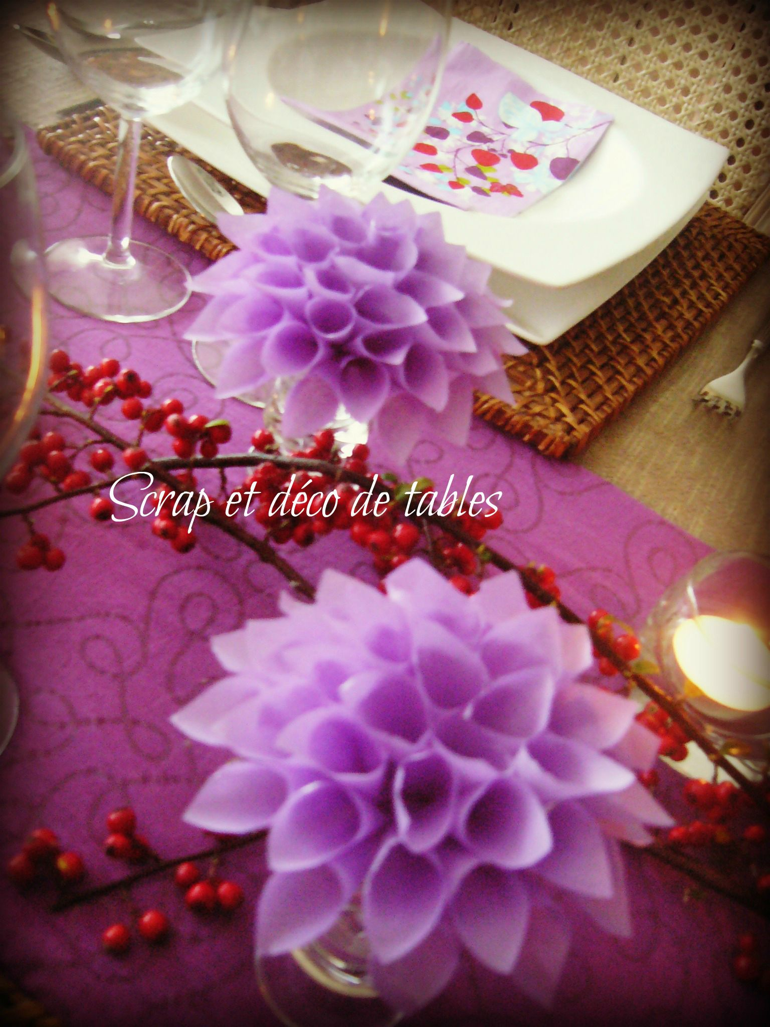 Deco de table dahlia scrap et d co de tables for Deco serviette de table en papier