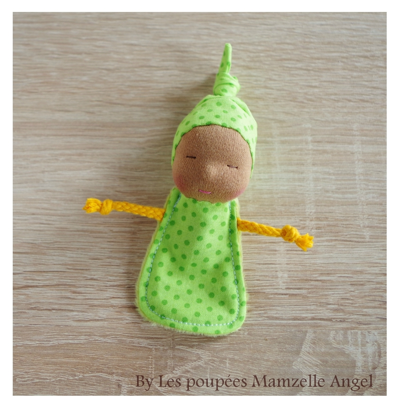 porte-clés poupée de chiffon vert à pois