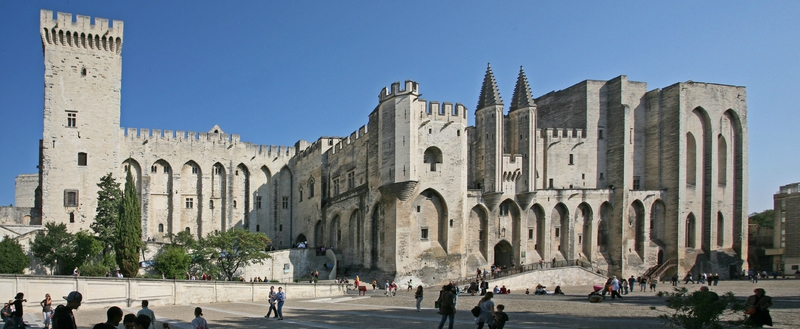 Avignon_Palais_des_Papes_by_JM_Rosier