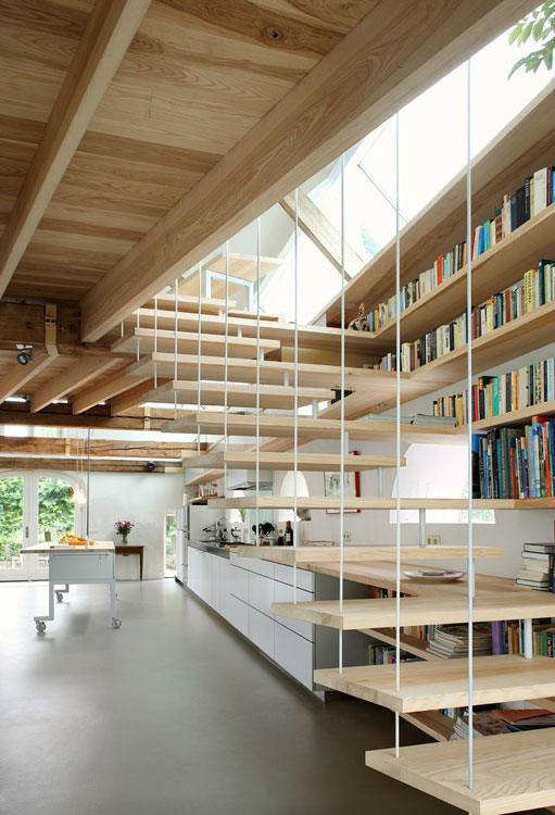 Une Bibliothèque Dans L'Escalier - Sonia Saelens Déco