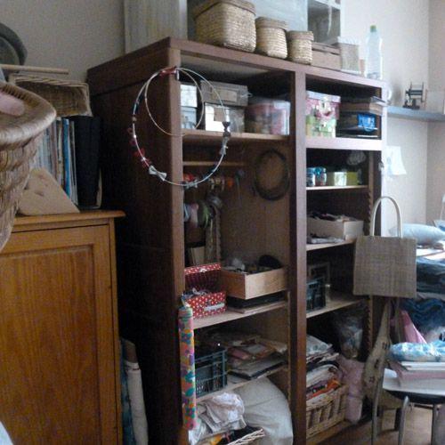armoire atelier couture des fourmis dans les doigts. Black Bedroom Furniture Sets. Home Design Ideas