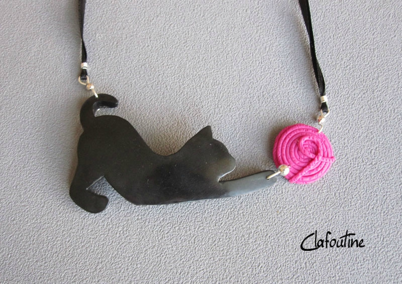 Collier chat noir et pelote rose 24,40€