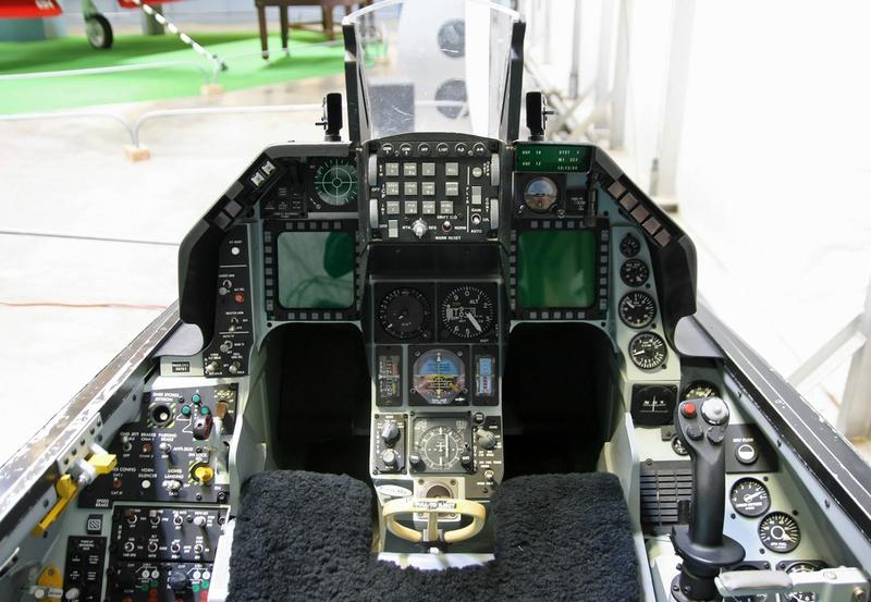 F-16-Cockpit-2