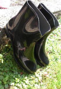 bottes noires de pluie