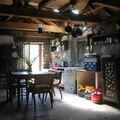 La Rhune, intérieur d 'une bergerie (64)
