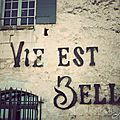 Mnerbes, village class du Vaucluse.