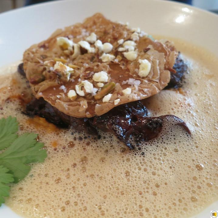 Foie de volaille au balsamique, patate douce, jus de tajine, pistaches