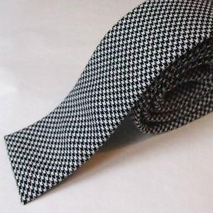 cravate-bout-carre-pied-poule-noir