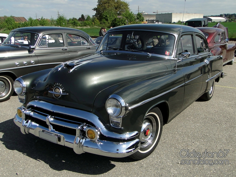 oldsmobile-super-88-sedan-1951-01
