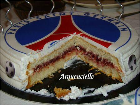 Gâteau PSG feuille en sucre coupé