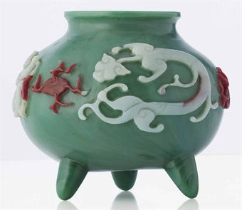 a_small_multi_colour_overlay_opaque_green_glass_tripod_jar_qianlong_pe_d5379615h