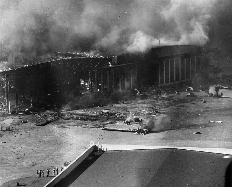 1280px-PLanes_burning-Ford_Island-Pearl_Harbor