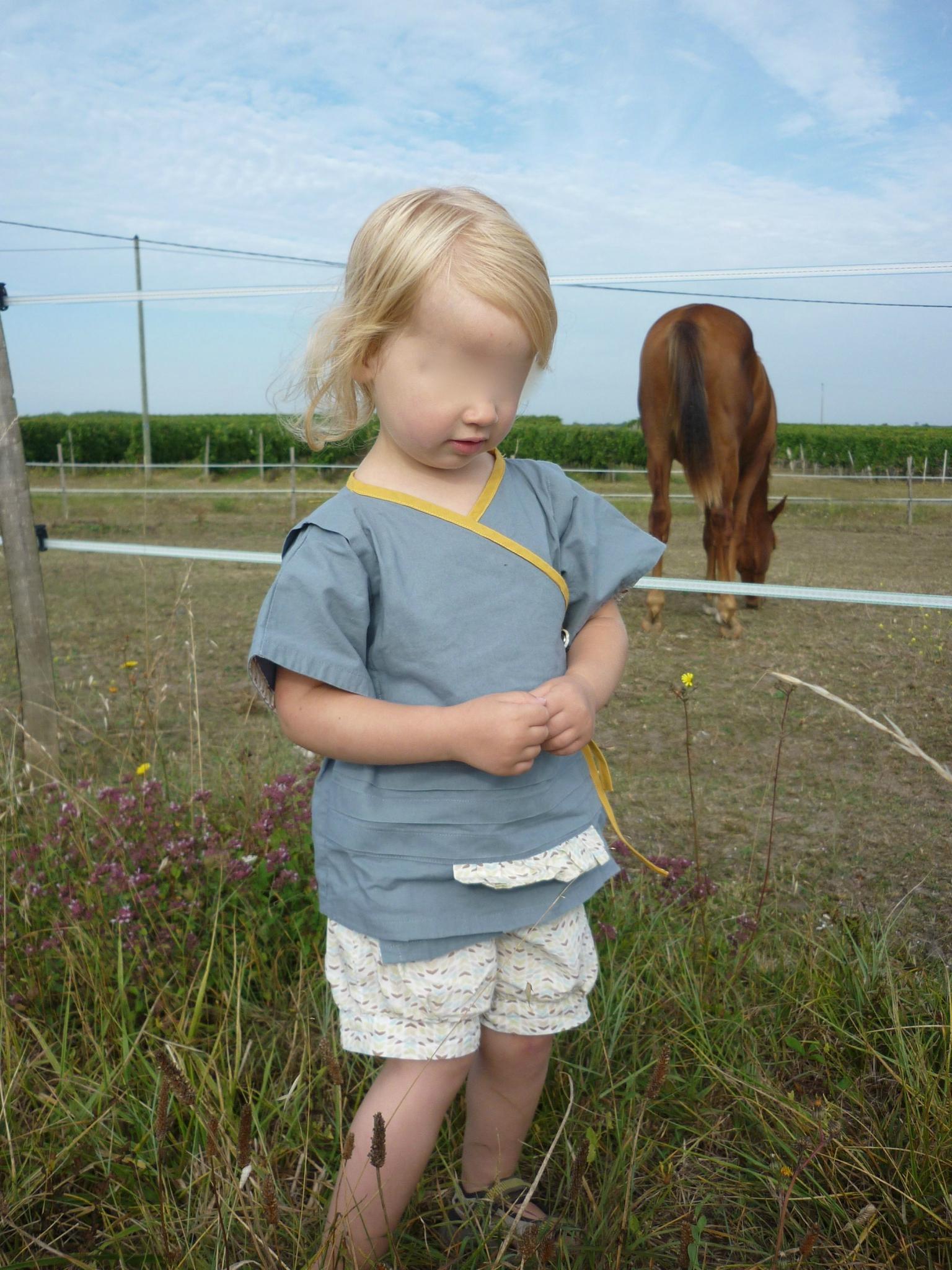 Kimono Polaris des Grains de couture (taille 2 ans) et short a des Basiques d'été (taille 4 ans)
