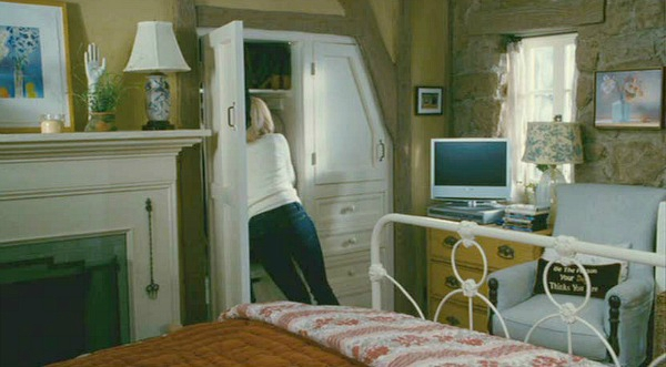 The-Holiday-movie-cottage-Iriss-bedroom