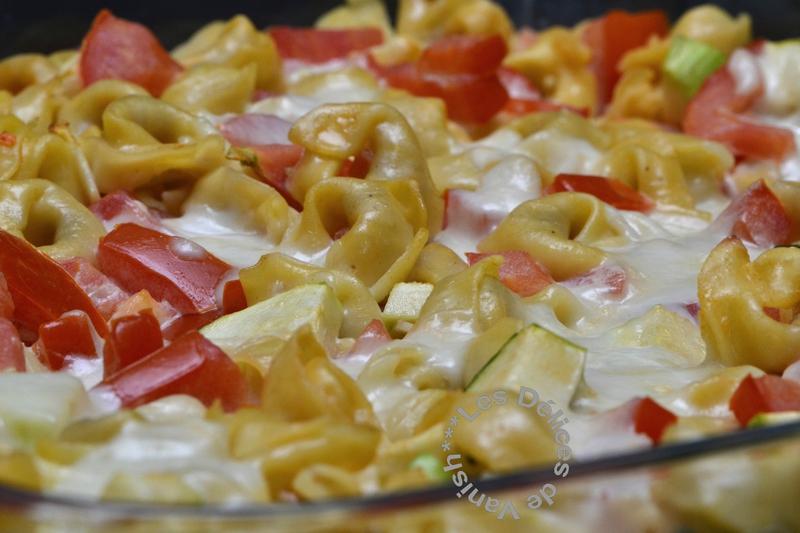 gratin de légume et tortellini, mozzarella fondante, tomates, courgettes