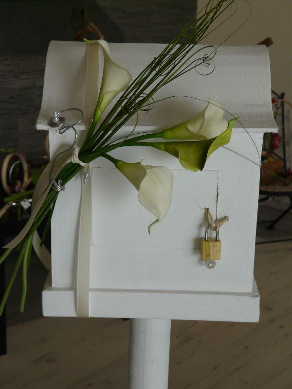 urne en carton d corer selon les couleurs et le th me cr a 39 lyz d coration florale fleur. Black Bedroom Furniture Sets. Home Design Ideas