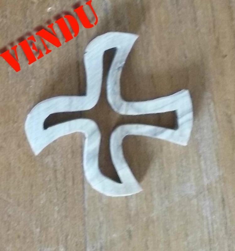 Collier croix de taizé II Vendu